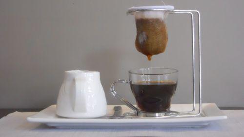 Apetrecho para preparar café de coador individualmente