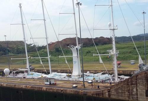 11b 175 barco de passageiros subindo