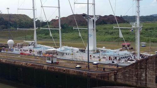 12 176 barco de passageiros subindo